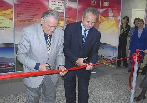 Семён Борисович Бергер и Валерий Васильевич Гаврилов открывают выставку Новое Предприятие - 2006